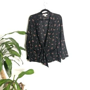 Band Of Gypsies┃Black Floral Front Tie Button Down